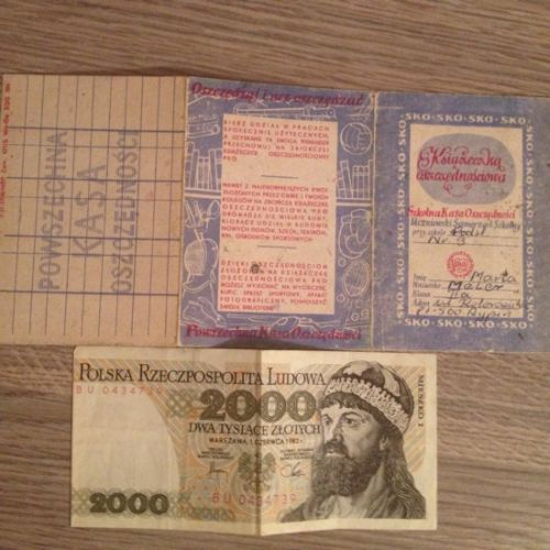 Książeczka SKO z 1987 roku i stary banknot o nominale 2000 zł