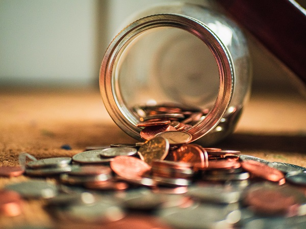 monety w słoiku