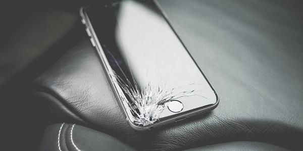 rozbity ekran telefonu